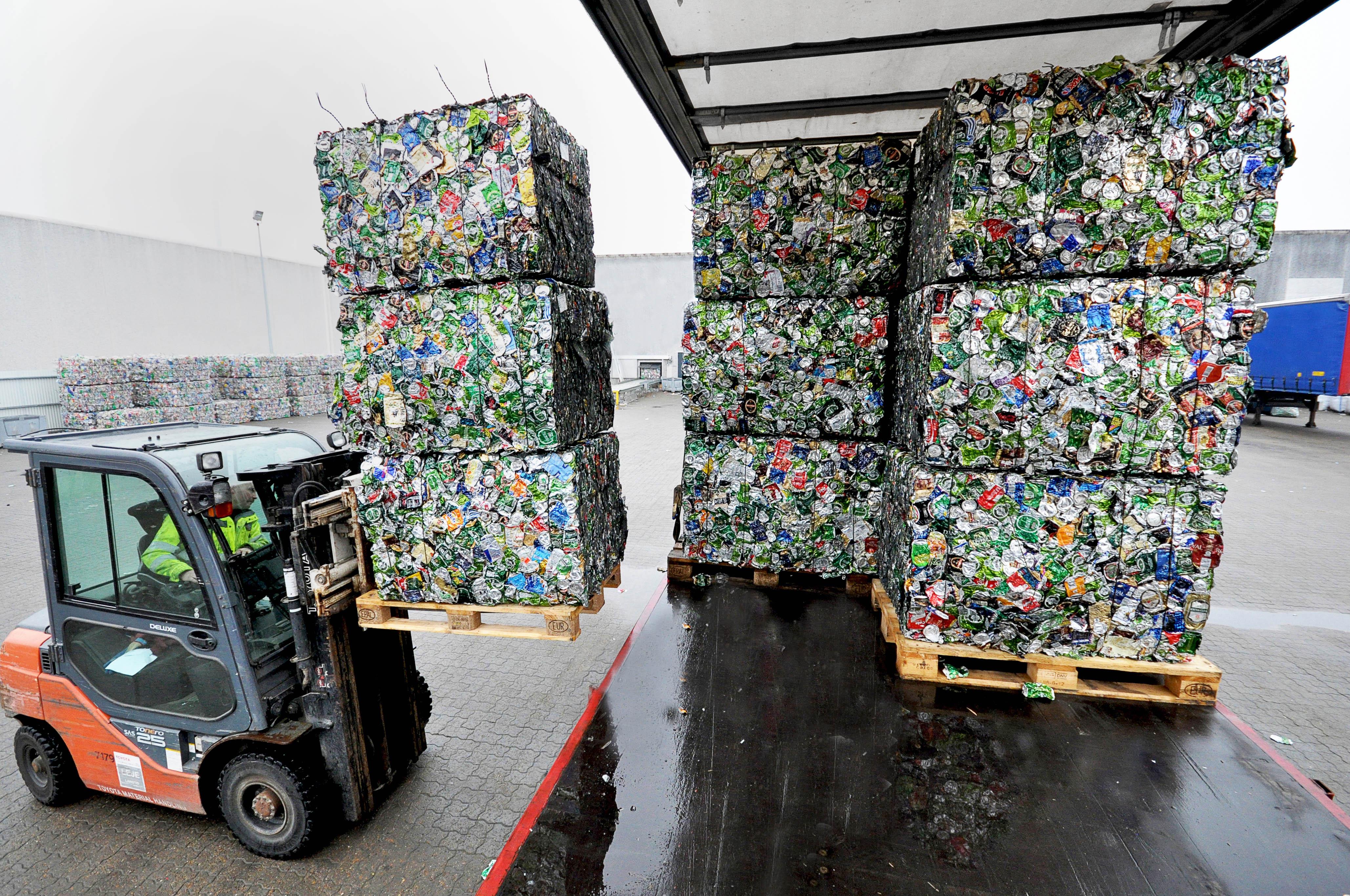 Snart er det ikke kun dåser og flasker til bl.a. sodavand og øl, som bliver genbrugt. Foto: Dansk Retursystem
